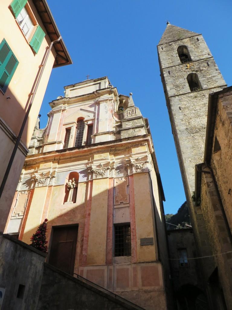 Pigna (IM), Oratorio di Sant'Antonio abate e campanile della Chiesa parrocchiale di San Michele Arcangelo