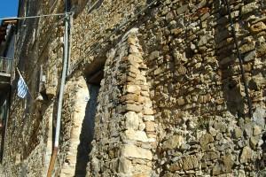 Seborga (IM), un tratto delle mura