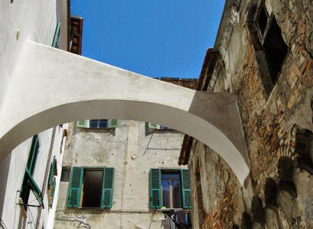 Ventimiglia (IM), centro storico, Piazza Morosini
