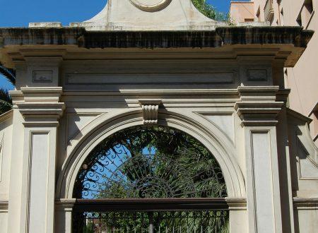 Bordighera (IM), il portale di una villa sul corso
