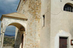 Lingueglietta, Frazione di Cipressa (IM), Chiesa Parrocchiale della Natività di Maria Vergine (XIII sec.)